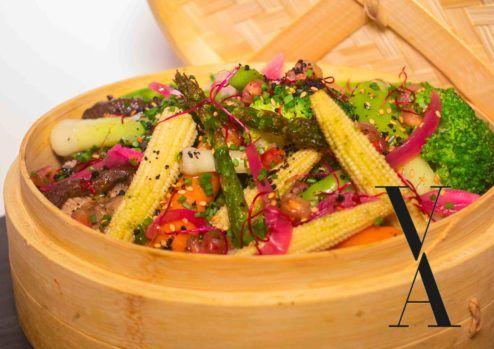 La Vaporera: verduras al vapor con mojo de albahaca, granada y sésamo